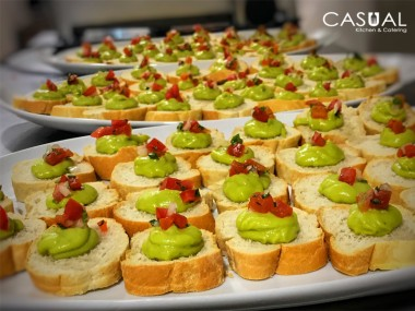 Crostini with avocado mousse and pico de gallo