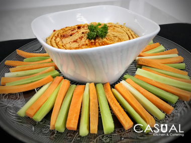 Humus with vegetable sticks